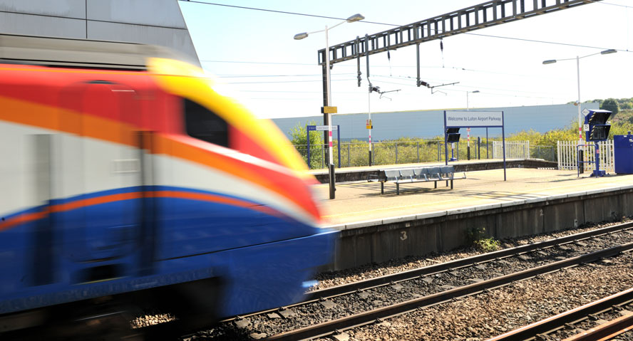 East Midlands Train passes through Luton Airport Parkway Station web